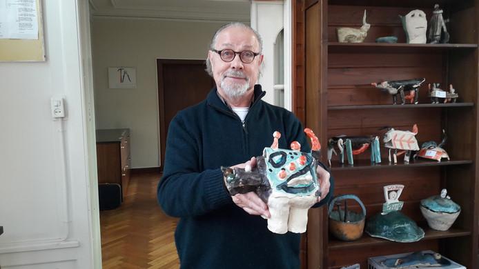Winston Bouwman met een van zijn kunstwerken voor Meierijstad.