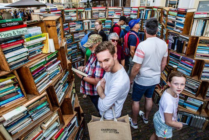 Archieffoto van de Deventer Boekenmarkt