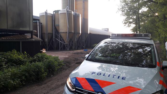 Zeker honderd actievoerders bezetten maandag de hele dag de varkensboerderij aan de Brede Heide in Boxtel.