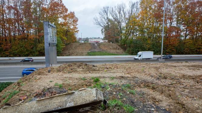 Werken nieuwe brug over E40 gaan eindelijk van start... en worden meteen weer stilgelegd: AWV legt  uit wat er aan de hand is
