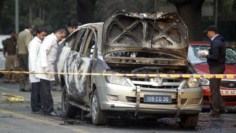 Indiase politie is bezig met forensisch onderzoek naar sporen van de aanslag. Beeld ap
