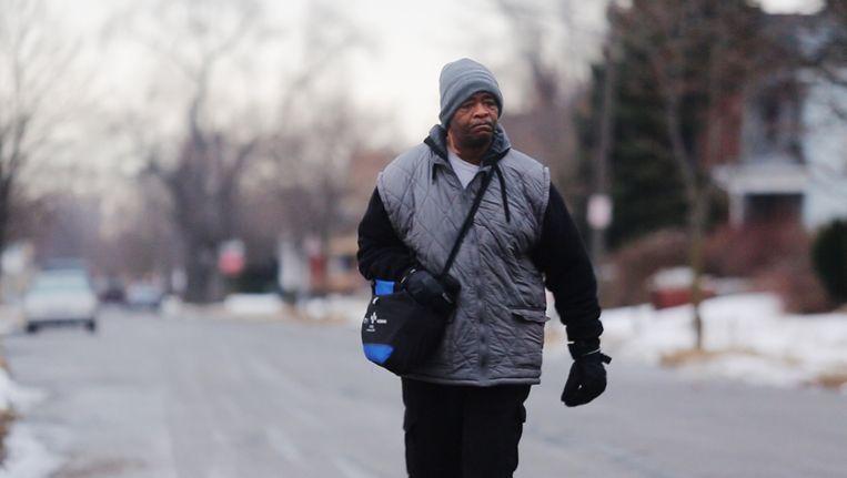 James Robertson (56) uit Detroit legt iedere dag 33 kilometer af om naar zijn werk te gaan.