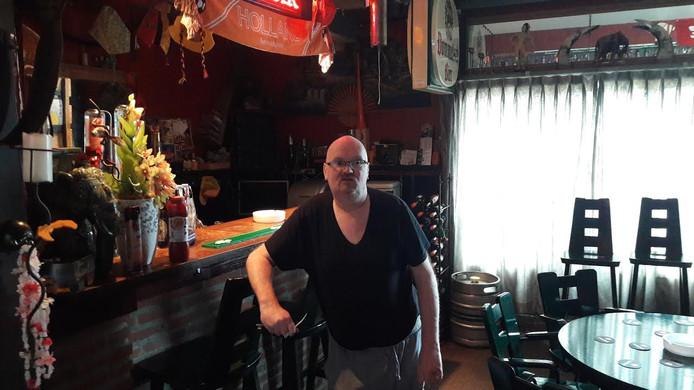 Jos van der Kruyssen in de bar achter zijn woning in Gemert.