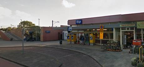 Blinde Vughtse man (60) omvergelopen op trap van Noord-Hollands station
