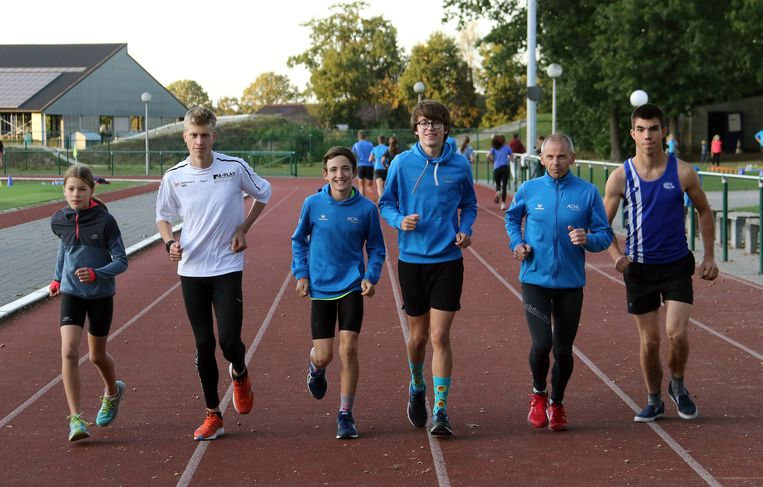 Jana Gevers, Thomas Vanoppen, Sean Van Hullebus, Senne Van Gelder, Stefan Rens en Brent Bakelants op de training.
