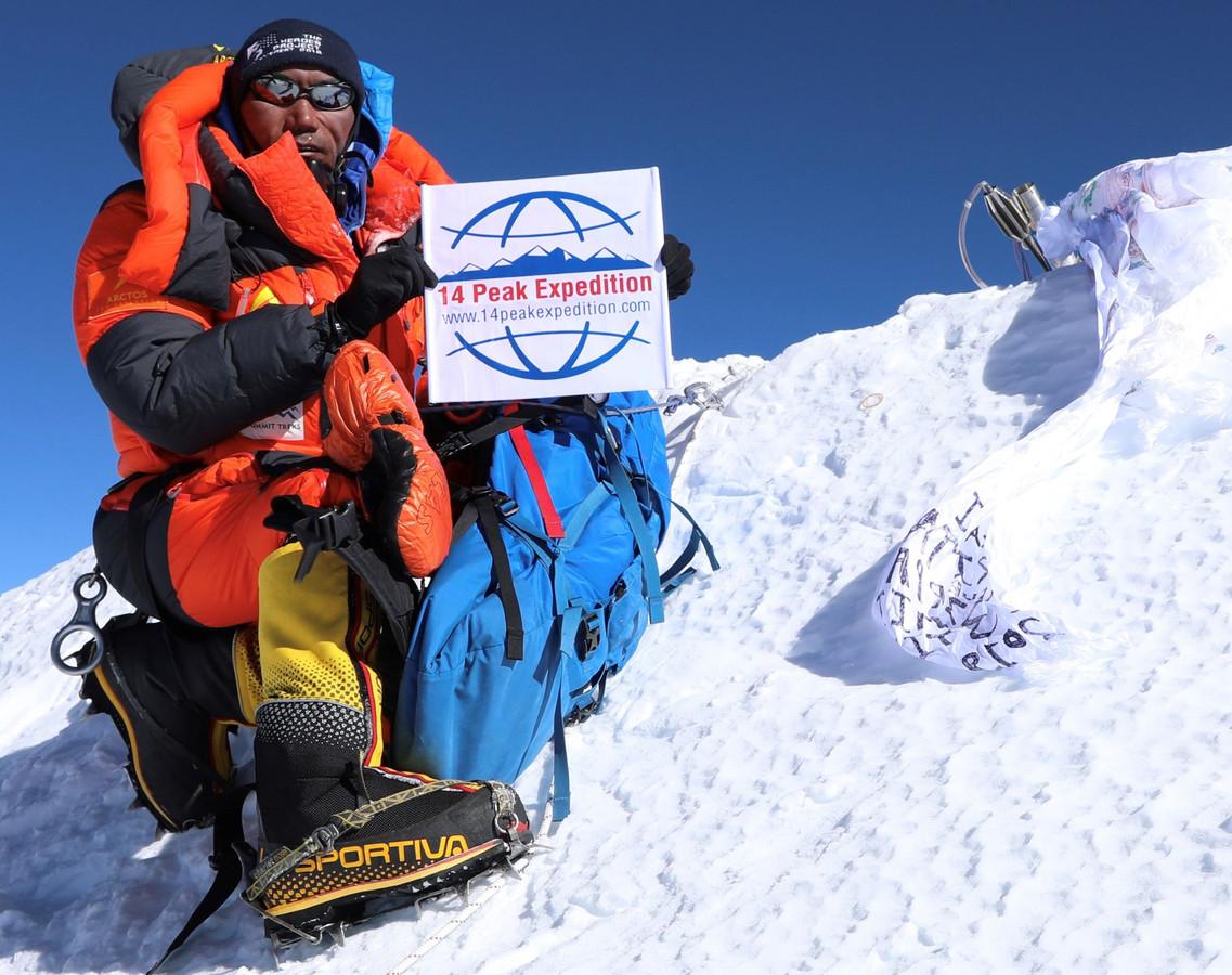 Berggids Kami Rita bij zijn 23ste beklimming van Mount Everest.