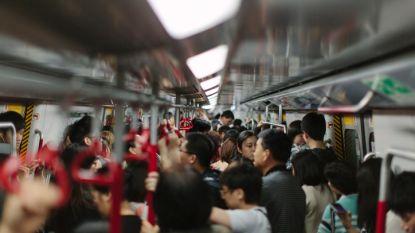 """Storm van protest nadat Chinese vrouw uit metro wordt geweerd door """"vreselijke"""" make-up"""
