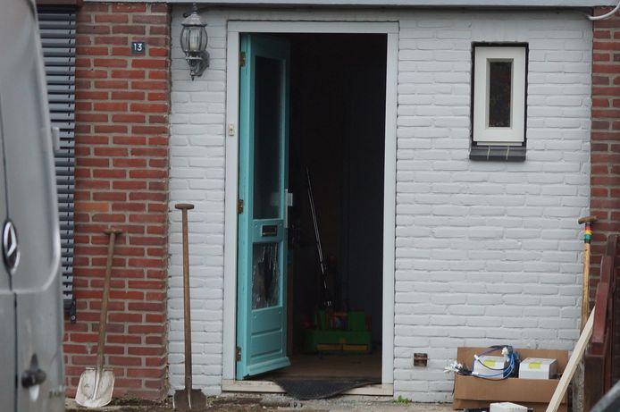 Ruit van de voordeur is gebroken tijdens het ongeval.