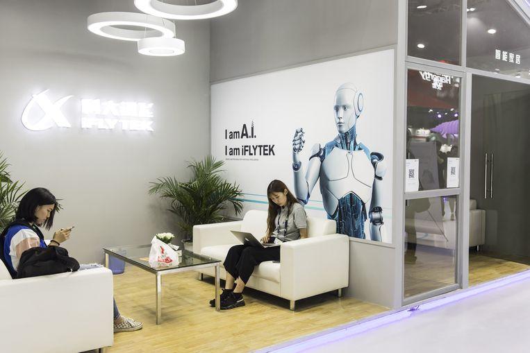 De stand van IflyTek op de internationale tech-beurs CES Asia 2018 in het Chinese Shanghai. Beeld Getty Images