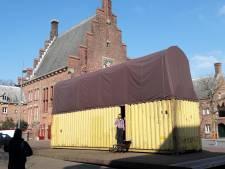 Molman huist op en onder het Raadhuisplein in Waalwijk