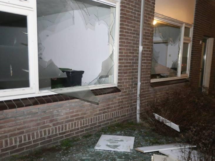 Tientallen ruiten ingegooid van woningen in Vughtse 'spookwijk'