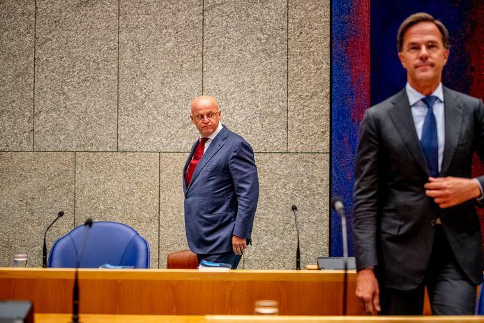 Ministers Ferd Grapperhaus en Mark Rutte tijdens het coronadebat vorige week.
