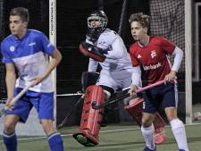 Keeper Schoonbergen stopt vier shoot-outs en is gevierde man bij hockeyers Oss