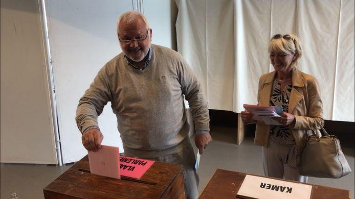 Jean-Marie Dedecker gaat stemmen met zijn vrouw Christine Dehaemers