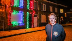 VIDEO. Cliff werkt meer dan een jaar aan versiering: 4.000 lichtjes dansen op kerstklassiekers