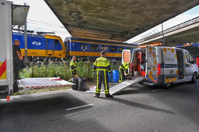 Trein botst in Breda met graafmachine