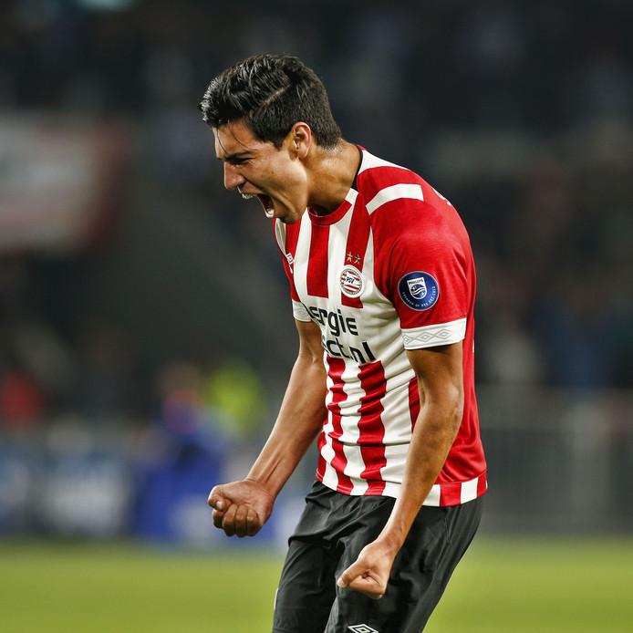 Érick Gutiérrez viert zijn 3-0 tegen VVV.