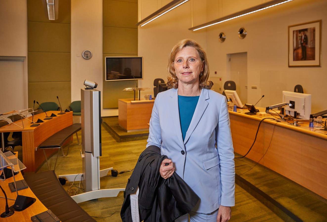 President van de rechtbank Rotterdam Robine de Lange in de videorechtszaal.