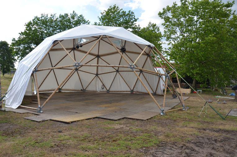 In de bamboe dome kan je genieten in een stijlvol kader.
