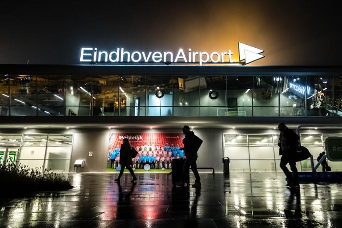 Al het vliegverkeer werd op Eindhoven Airport stilgelegd vanwege de mist.