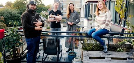 Buren Bas en Marjon willen het tussenschot op het balkon weghalen: 'Maar dat vindt de makelaar niet leuk'