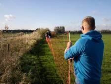 Boer Jan bewaakt zijn schapen met rasters na aanval: 'Geestelijk ben ik een wrak'