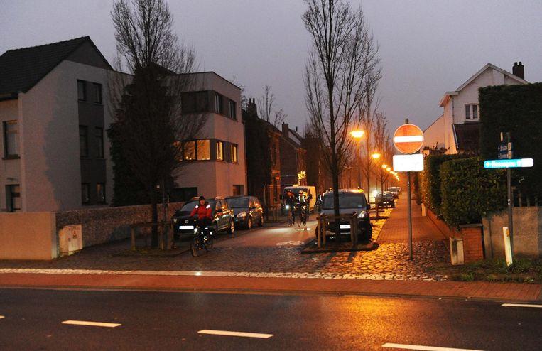 Slimme verkeerslichten moeten dit oversteekpunt van de HST-route op de Mechelsesteenweg veiliger maken.