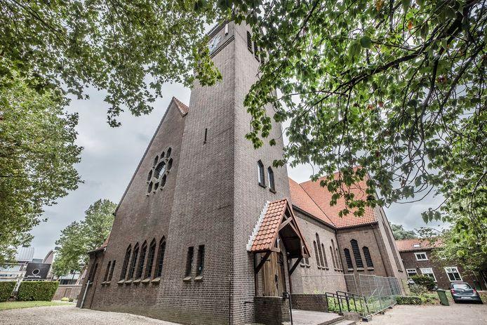 De Remigiuskerk in Leuth ging in 2017 dicht. Er worden geen missen meer in gehouden. Gelovigen kunnen in onder meer Ooij en Millingen naar de mis, terwijl er ook regelmatig in het Leuthse Kulturhus een dienst is. De kerk wordt nu te koop aangeboden.