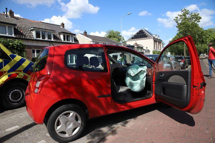 Bij één auto klapten de airbags uit.