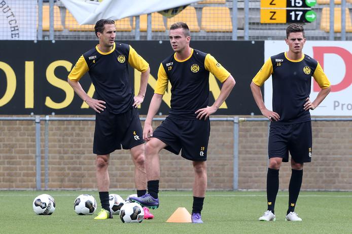 Santiago Palacios (rechts) op het trainingsveld bij Roda JC.