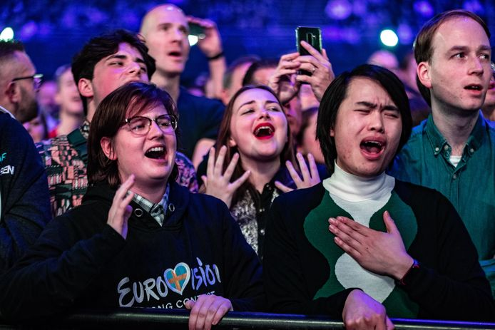 Muziekliefhebbers zingen woordelijk mee tijdens het Grote Songfestivalfeest in de Ziggo Dome.