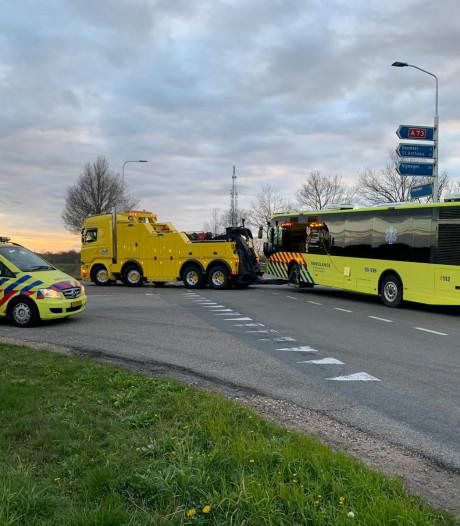 Chauffeur van coronabus met pech: 'De artsen stonden met tranen in de ogen naast de bus'