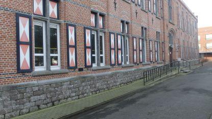 Rode vensterluiken rusthuis Karel Picqué blijven behouden