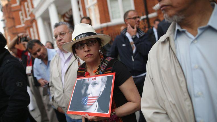Demonstranten voor de ambassade van Ecuador in Londen. Beeld getty