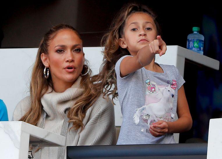 J-Lo en de kleine Emme. Zij heeft duidelijk het zangtalent van haar mama mee.