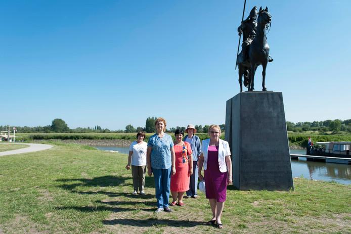 Een delegatie van Basjkortostan bezoekt het monument van de Basjkierse ruiter in Veessen, bij het Kozakkenveer.