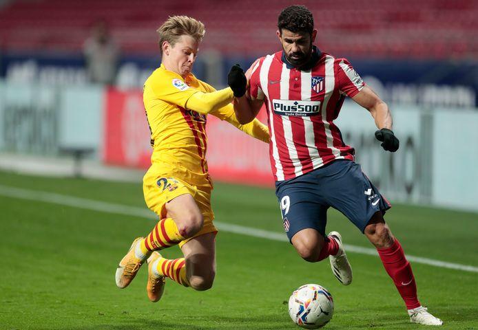 Frenkie de Jong in duel met Diego Costa.