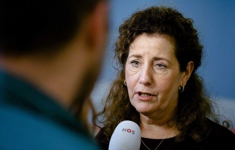 Minister Van Engelshoven onder vuur vanwege oproep