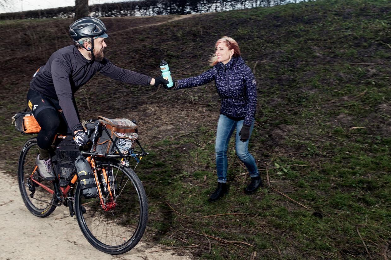 Bikepacker Jon Woodroof en zijn vriendin KristyGabriel.