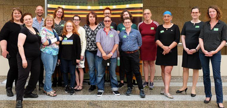 Vertegenwoordigers van COC, TNN, NNID en andere trans- en intersekse activisten bij de behandeling van het wettelijke discriminatieverbod in de Tweede Kamer. Beeld TNN