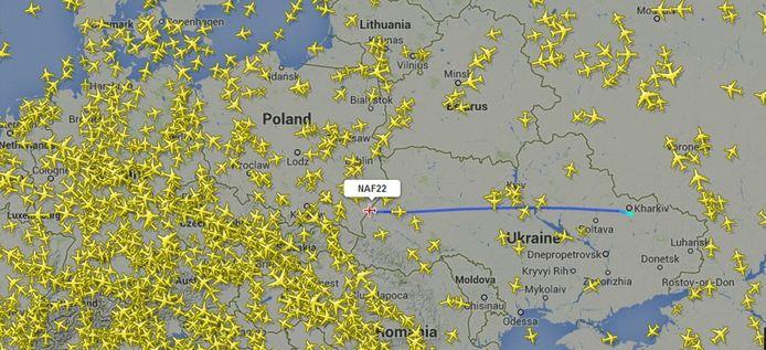 Via www.flightradar24.com is de route van de Lockheed C130H Hercules te volgen.