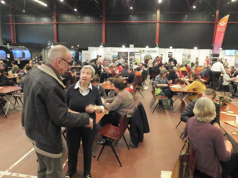 Een goedgevulde Brielpoort tijdens de infodag voor groepsuitstappen van Toerisme Oost-Vlaanderen.