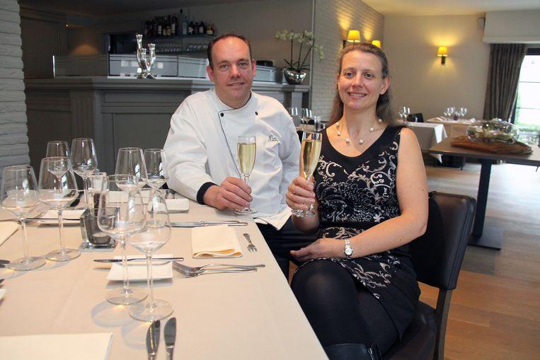 Nico Deboel en zijn vrouw Sofie in hun restaurant.