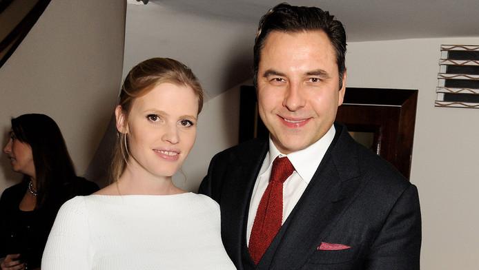 Aanstaande ouders Lara Stone en David Walliams.