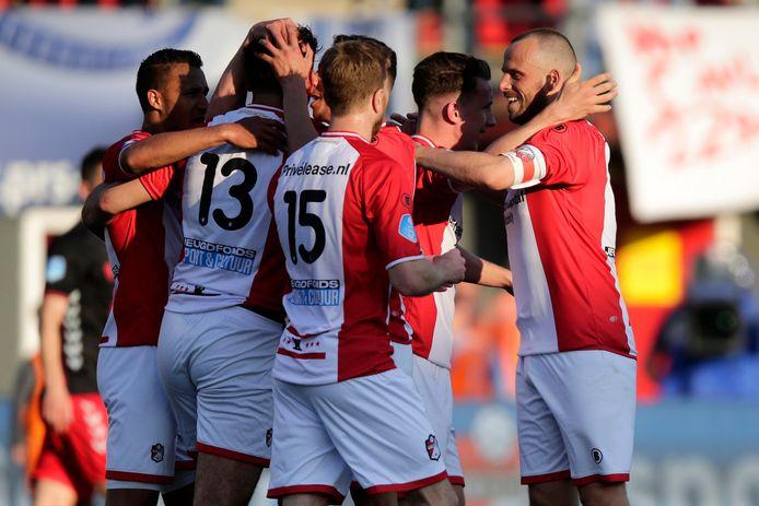 FC Emmen juicht.