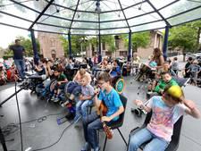 Extra feestelijk optreden Kijk Mij Nou Band van Emiliusschool in Son