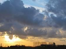 Het weer van woensdag: Bewolking en minder zacht, lokaal een buitje