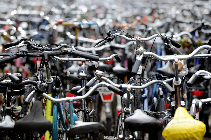 De fietsenzee bij station Tilburg.