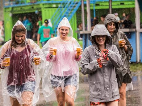 Het gaat plenzen: deze Twentse festivals gooien dit weekend het roer om