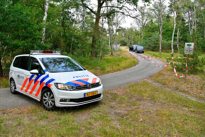 De technische recherche deed zondagavond onderzoek naar de verkrachting van een 15-jarig meisje langs de Eindhovenseweg tussen Waalre en Valkenswaard.